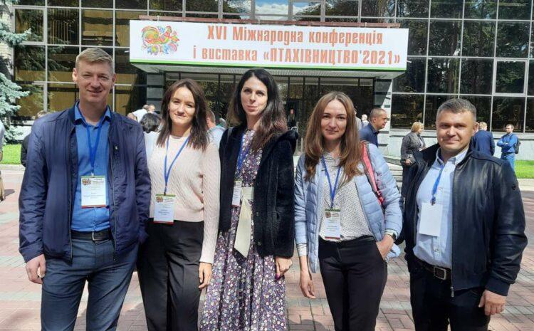 """Pracownicy AGROTECHNIKA Sp. z oo wzięli udział w XVI Międzynarodowej Konferencji i Wystawie """"Drób-2021""""."""